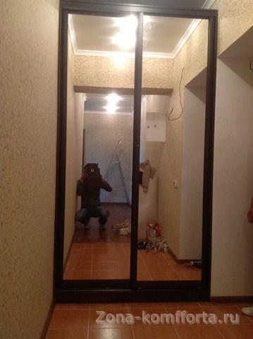 """Шкаф купе в коридор с зеркалом на заказ в """"zona-komfforta""""."""