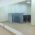 Установка зеркал в залы